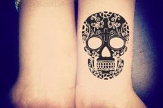 Product Information - Product Type: Sugar Skull Temporary Tattoo Tattoo Sheet Size: 10.7cm(L)*6.1cm(W) Tattoo Application & Removal With proper care and attention, you can extend the life of a tempora