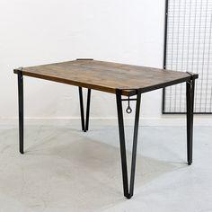 """- Dichotomic / ディコトミック- が製作・販売を行う、「CRUTCH LEG / クラッチレッグダイニングテーブルD785」の商品ページです。ボルトを手で締めるだけで固定することができるアイアン脚は、室内、室外問わず活躍してくれます。当店オリジナルの""""古材天板""""と組み合わせることで、カフェのような空間を演出してくれるテーブルが完成します。部屋の中心を彩るダイニングテーブルとしてや、デスク用としてもおすすめのアイアンテーブルです。"""
