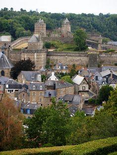 La ville basse, au pied du château de Fougères, Bretagne