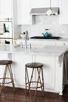 Backsplash, rope on the stools