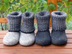 Dear handmade friends, I love felt shoes! Because there is nothing better for keeping your feet toasty and warm. All my friends wear my felt boots. And with my guidance you too can make them for your family, friends and guests. Why felt boots, you a Felted Slippers Pattern, Knitted Slippers, Felt Boots, Baby Boots, Arm Knitting, Baby Knitting Patterns, Knitting Socks, Felt Baby, Baby Slippers