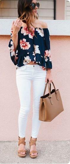 Me encanta jeans blancos y blusa estilo campesino