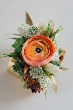 Are you thinking about having your wedding by the beach? Are you wondering the best beach wedding flowers to celebrate your union? Here are some of the best ideas for beach wedding flowers you should consider. Prom Flowers, Wedding Flowers, Wedding Day, Diy Wedding, Wedding Venues, Wedding Themes, Wedding Tips, Wedding Ceremony, Dream Wedding