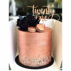 Bolos Decorados Rose Gold - :: Torten/Kuchen :: - For Life Food 21st Cake, 21st Birthday Cakes, Gold Birthday Cake, Designer Birthday Cakes, Birthday Cake Designs, Birthday Ideas, Elegant Birthday Cakes, Custom Birthday Cakes, Beautiful Birthday Cakes
