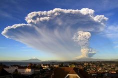 Calbuco volcano erupts in Chile, and nearby town evacuated - Yahoo News