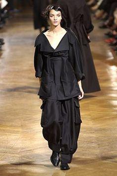Yohji Yamamoto Spring 2003 Ready-to-Wear Fashion Show - Mariacarla Boscono (Viva), Yohji Yamamoto