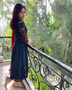 Genelia d souza 💜💚💛 Future Of India, Genelia D'souza, Bollywood Actress Hot, South Indian Actress, Salwar Kameez, Indian Actresses, Desi, Cute Pictures, Short Sleeve Dresses