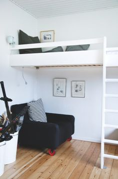 loft bed, black & white