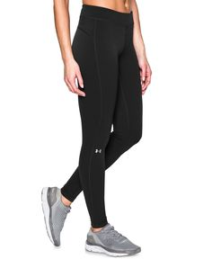 Feel cool and look cool with the chic, classic design of these HeatGear leggings…