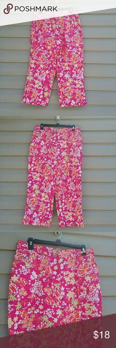 Sag Harbor sport cropped capris Very cute pink floral Sag Harbor sport cropped capris excellent like new condition size 12 P waist is 32 in. Waist is also stretchy leg inseam is 22 in Sag Harbor Pants Ankle & Cropped