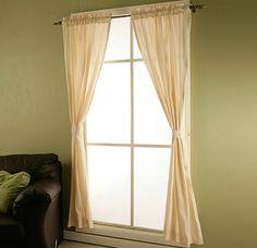 Adorna tus ventanas con unas bonitas cortinas.