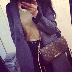 Louis Vuitton The Favorite MM clutch