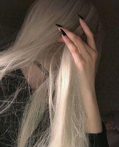 Bad Girl Aesthetic, Aesthetic Grunge, Music Aesthetic, Grunge Girl, Ulzzang Girl, Hair Inspo, Dyed Hair, Hair Color, Long Hair Styles