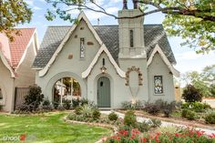 30 European Cottage Design Inspiration - Cottage are usually well known in several countries European nations and Canada especially. An exhaustive number of Cottage comes in various locations. by Joey Tudor House, Tyni House, Tudor Cottage, Cute House, English Cottage Exterior, English Tudor Homes, English Cottage Style, Cottage Farmhouse, Cottage Style Homes