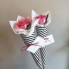 32 Popular Valentine Flowers Bouquet For a Romanti - Valentinstag Geschenkideen Single Flower Bouquet, Single Flowers, Single Rose, Small Flowers, Rosen Box, Gift Bouquet, Bouquet Box, Paper Bouquet, Bouquet Flowers