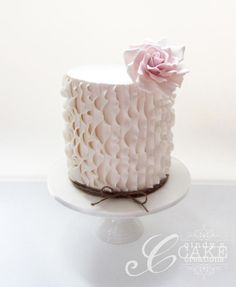 Vertical ruffles - Cake by cindyscakecreations
