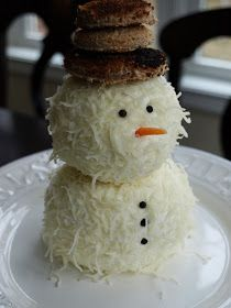 snowman cheeseball Bruce totally need to do this for Bambi next year and her love for everything cheese ball Holiday Treats, Christmas Treats, Christmas Baking, Christmas Fun, Holiday Recipes, Christmas Parties, Make Ahead Christmas Appetizers, Cheese Ball, Christmas Goodies