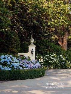 Stunning front entry with boxwood – Traditional Landscape Design – Front Yard La… - All For Garden Driveway Entrance Landscaping, Backyard Landscaping, Landscaping Design, Driveway Gate, Country Landscaping, Landscape Designs, Garden Landscape Design, Flower Landscape, Formal Gardens