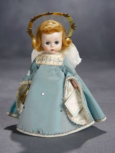 """Lot: Alexander-Kins as """"Guardian Angel"""" with Harp and Halo in Original Gold Box, 1954 Antique Dolls, Vintage Dolls, Christmas Images, Vintage Christmas, Dollhouse Dolls, Dolls Dolls, Fabric Feathers, Vintage Madame Alexander Dolls, Advent"""