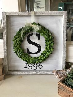 Handmade home decor - Framed sign with wreath – Handmade home decor Handmade Home Decor, Unique Home Decor, Modern Decor, Diy Home Decor For Apartments, Wood Projects, Projects To Try, Do It Yourself Home, Home Crafts, Farmhouse Decor
