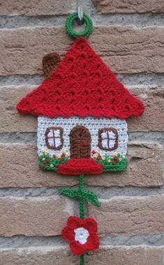 Free Honeymoon Cottage Potholder: Easy Crochet Pattern for a Pot Holder See more at: www. Crochet Motifs, Crochet Potholders, Easy Crochet Patterns, Crochet Garland, Crochet Decoration, Crochet Simple, Cute Crochet, Crochet Home, Crochet Gifts