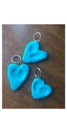 Keychains with children's fingerprints for Mother's Day gift ❤️  Avaimenperä joihin painettu lasten sormenjäljet, annettiin tänä vuonna Äitienpäivälahjoiksi Mummille, Mummulle ja Isomummulle.