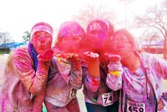 OMG @Meghann Cherie, @Casey Gold, @Tommy DeLorenzo, we HAVE to do this!!!! Color kisses!