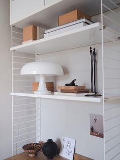 Interior Inspiration, Home Office, Beautiful Homes, Furniture Design, Shelves, Blanket, Bed, Kitchen, Home Decor