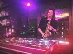 Welcome to the official website of Susanne Alt - Weblog - Gig pics: DJ/Saxophonist at Skyy Bar, Amsterdam