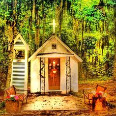 The smallest church in America is located on the #Georgia Coast and seats only 13 people!