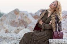 Καλή μας εβδομάδα με θετική σκέψη και πως να μην έχουμε άλλωστε μιας και σε λίγο υποδεχόμαστε τον Δεκέμβριο, τον πιο γιορτινό και χαρούμενο μήνα του χρόνου. To Winter Fashion λοιπόν στο Noupou.gr συνεχίζεται με το Joko Boutique.. Joko, Winter Fashion, Boutique, Cool Stuff, Style, Winter Fashion Looks, Swag, Winter Outfits, Winter