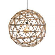 Een grote, prachtige houten ronde lampenkap met een zeer mooie lichtspreiding van Binthout.