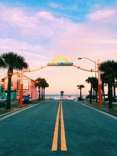 New Smyrna Beach Flagler Avenue Welcome Sign over a set