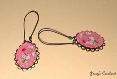 """Boucles d'oreille rétro / vintage cabochon """"Roses"""", fond rose"""