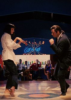 Mia Wallace (Uma Thurman) and Vincent Vega (John Travolta) - Pulp Fiction Quentin Tarantino, Tarantino Films, Love Movie, Movie Stars, Movie Tv, Great Films, Good Movies, Image Cinema, Hollywood