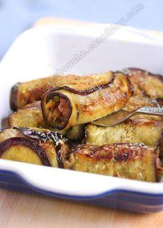 cannellonis d'aubergine Préparation : 20 minutes Cuisson : 10 minutes Pour 4 personnes - 2 tranches d'agneau 200 g - 3 grosses aubergines - 1 oignon - 1 tomate - 1 poivron - 2 gousses d'ail - huile d'olive - romarin, cumin, persil - 200 ml de coulis de tomate - du parmesan -Sel et poivre