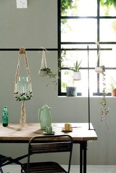 De populaire tafelklem TOON ® is nu ook in zwart leverbaar. De tafelklem is een absolute musthave! Je kunt hem zowel binnen als buiten op je tafel monteren en naar hartelust decoreren.  #elbydeensnl #tafelklemtoon #tafelklem #deenigeechte #toon #zwart #homedecoration #original #dutchdesign #homedecoration #kleurrijkwonen #colourfulliving #urban #green #planten #mooiwatplantendoen