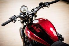 Hit the road with Motobriiz motorcycle chain oilers! Moto Guzzi Motorcycles, Custom Motorcycles, Custom Bikes, Scrambler, V9 Bobber, Bobber Chopper, Guzzi V9, Jawa 350, Honda Cb