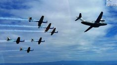 Esquadrilha da Fumaça realiza sobrevoo ao lado do KC-390 (3)