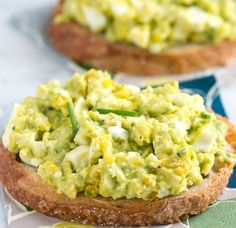You Will Need    1 medium avocado, pitted and peeled 2 tablespoons (30 ml) mayonnaise, or Greek yogurt 1 1/2 teaspoons (7 ml) lemon juice 4