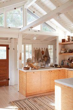 plywood kitchen cabinetry in minimalist modern home. Interior Simple, Interior Design Kitchen, Interior And Exterior, Interior Modern, Minimalism Living, Plywood Kitchen, Plywood House, Beautiful Interiors, Architecture