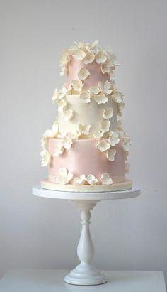 Via Rosalind Miller Cakes; 36 Wedding Cake Ideas with Luxurious Floral Designs: http://www.modwedding.com/2014/10/24/36-wedding-cake-ideas-luxurious-floral-designs/ Via Rosalind Miller Cakes