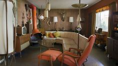 A Millennial in Love With Midcentury Modernism Creates Time Capsule Bachelor Pad - Curbedclockmenumore-arrow : Miles McDermott didn't want midcentury inspired; he wanted the real deal Home Themes, Mid Century Modern Living Room, Living Room Inspiration, Style At Home, Home Renovation, Home Interior Design, Mid-century Modern, Living Spaces, Living Rooms