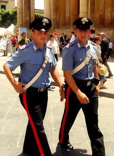 Italian fashion(able) police Italian Police, Moving To Australia, Police Uniforms, Men In Uniform, Military Police, Long Time Ago, Italian Fashion, Superstar, Captain Hat