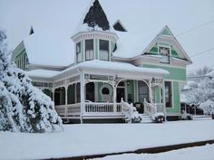 Located in McKinney, TX (just north of Dallas, and there is snow! wow, that's not common! Victorian Architecture, Historical Architecture, Beautiful Architecture, Beautiful Buildings, Beautiful Homes, Beautiful Images, Victorian Homes, Victorian Era, Vintage Homes
