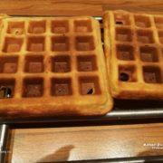 Tuti gluténmentes gofri recept Évától Waffles, Tej, Paleo, Breakfast, Food, Glutenfree, Morning Coffee, Essen, Waffle