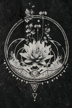 Black Moon Flowers & Moon Tee - Urban Outfitters