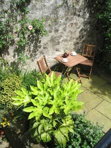 cosy courtyard garden