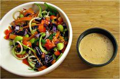 Voici une idée de recette parfaite pour faire le plein de légumes dans sa journée! Il s'agit d'une adaptation duRad Rainbow Raw Pad Thai de Oh She Glows, très simple à préparer. N'hésitez pas à y mettre les légumes que vous avez à la maison. J'ai un véritable coup de cœur pour les sauces aux [...]