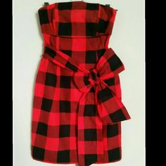"H&M Plaid Dress H&M strapless black and red plaid dress - cute front afixed  front bow - noted u derives within top - 3/4 back zipper with an inside button closure at top of zipper - 100% cotton - very top of top measures 13 1/2"" - flares downward to 12"" then to 16"" near hips to then 18"" towards bottom - feels like flannel! -size 4 H&M Dresses Strapless"